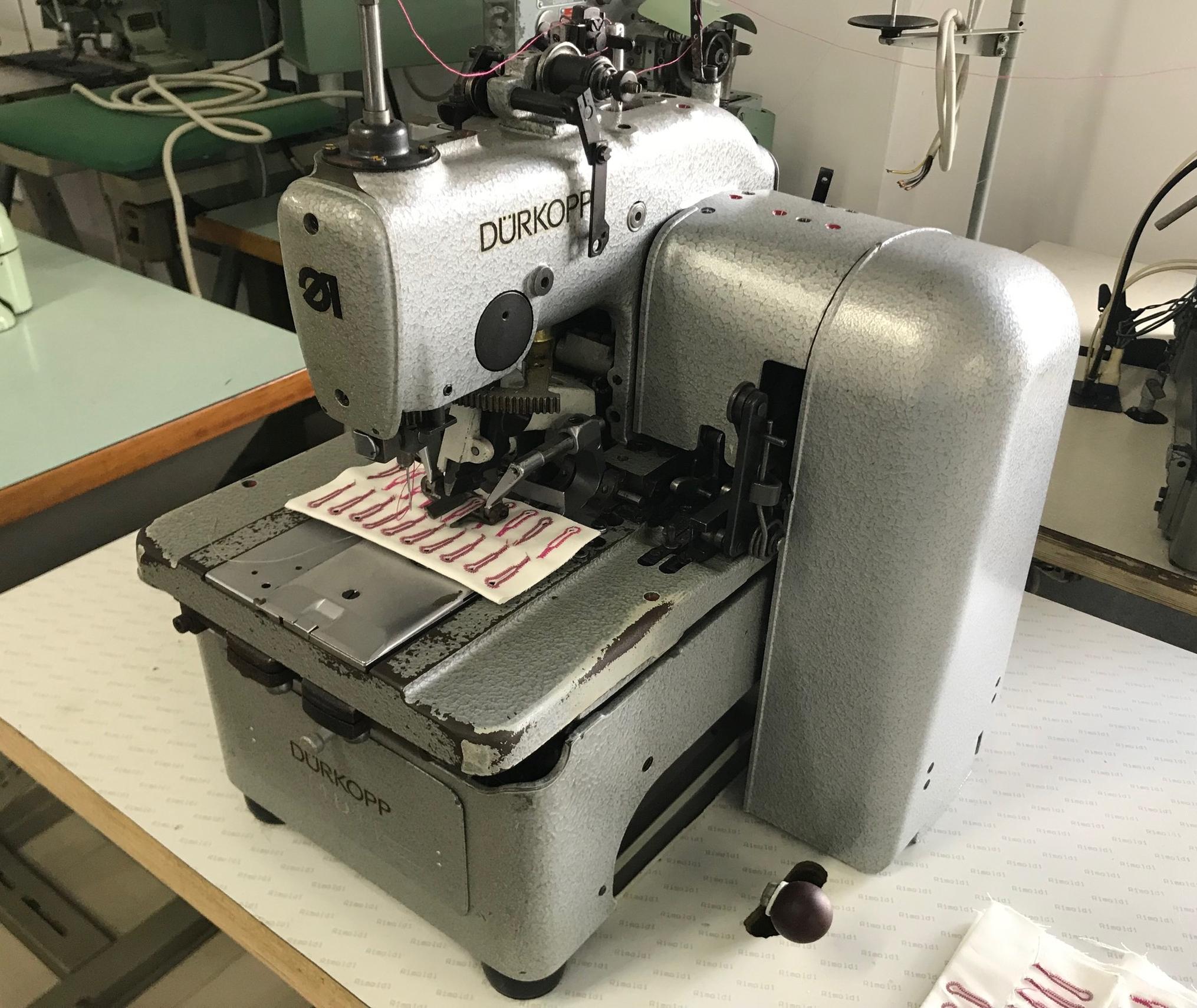 Masina de cusut butoniera grea DURKOPP 558
