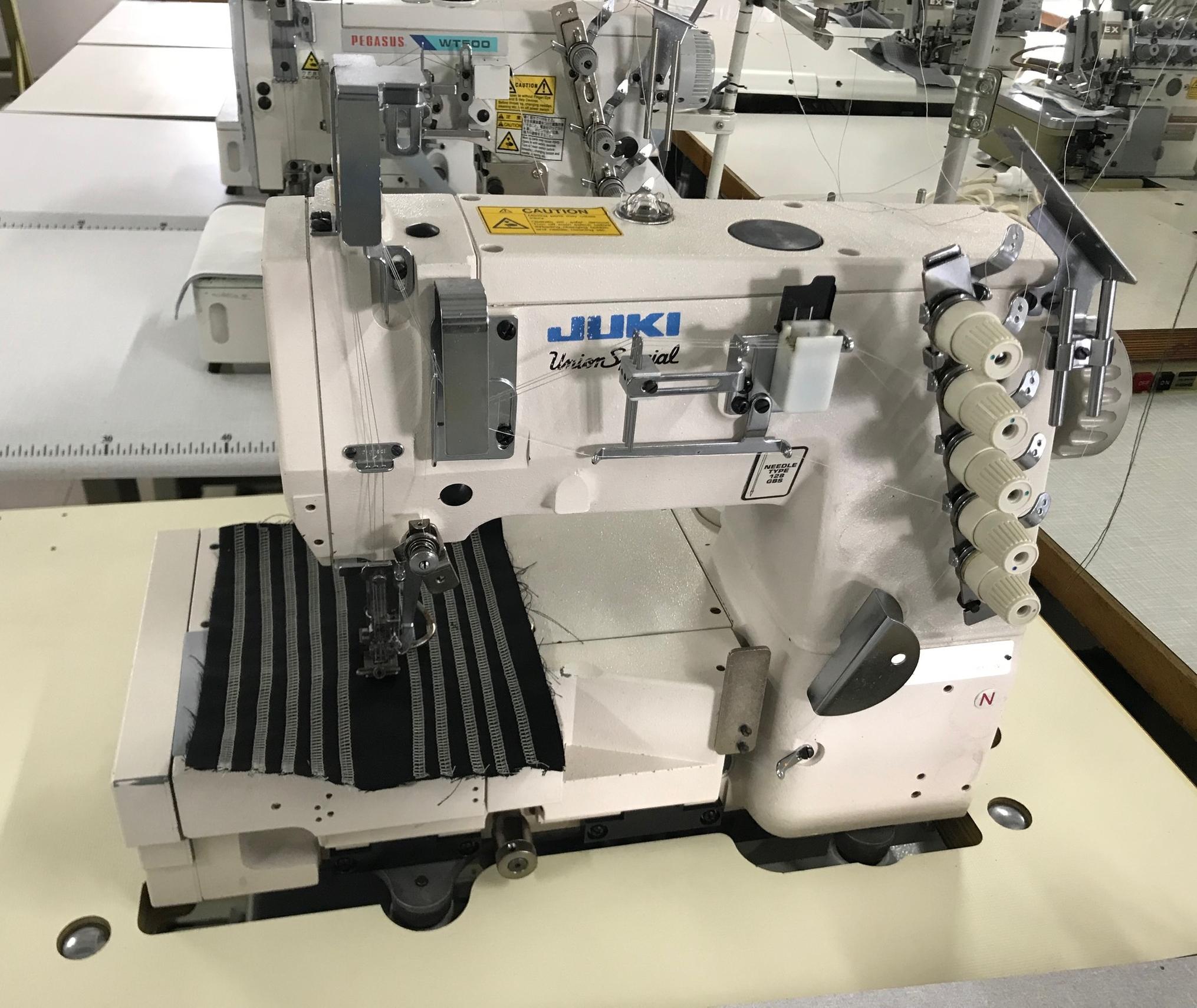 Masina pentru cusatura de acoperire JUKI MF 7605T