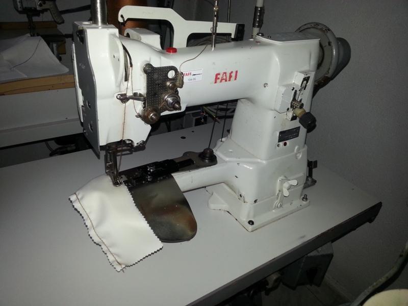 Masina de cusut pentru aplicat maneci Pfaff 337