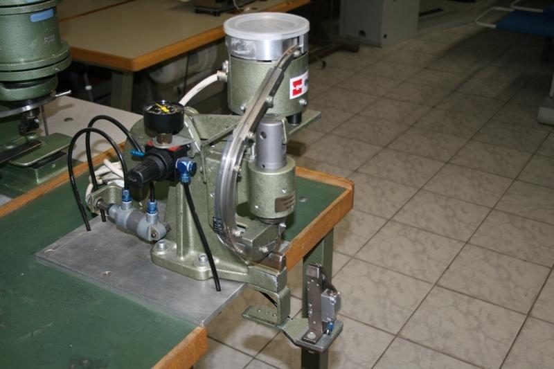 Automat de aplicat opritor la fermoare