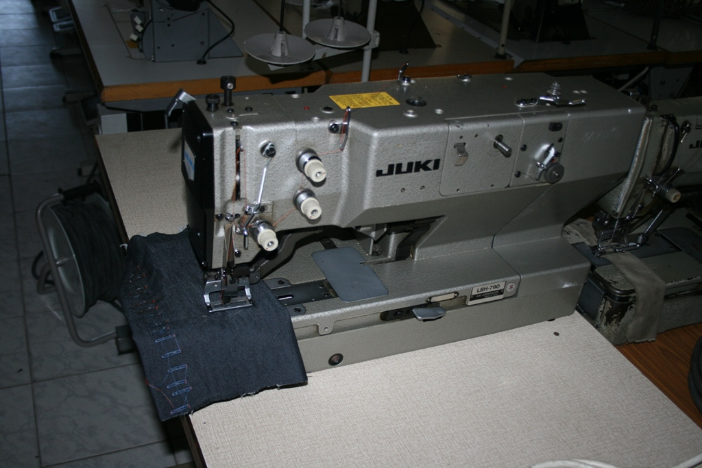 Masina de cusut butoniera usoara Juki LBH 790