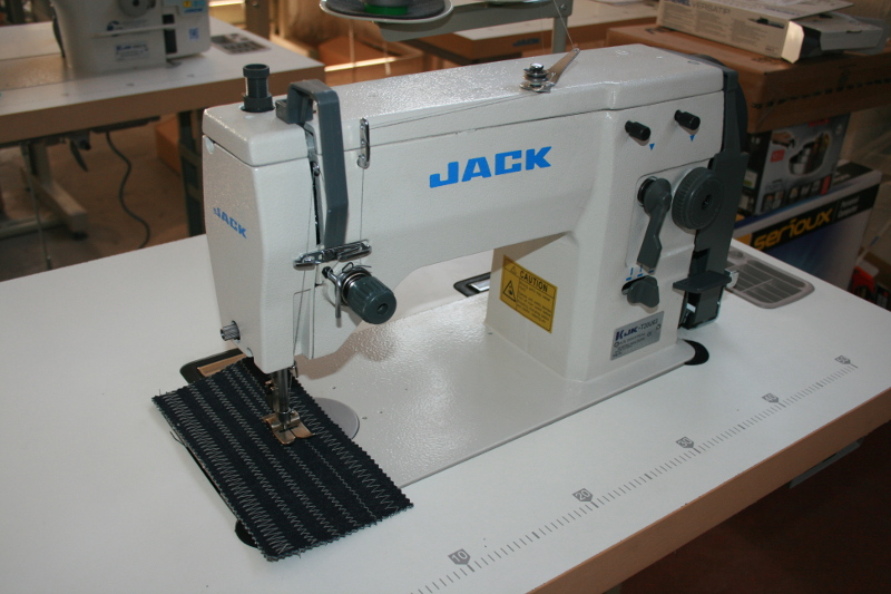 Masina de cusut zig zag marca JACK JK-T20U63