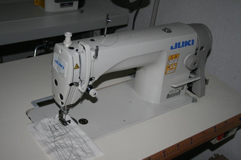 Lineáris varrógép nem automatikus szállvágó val, Juki DDL 8700