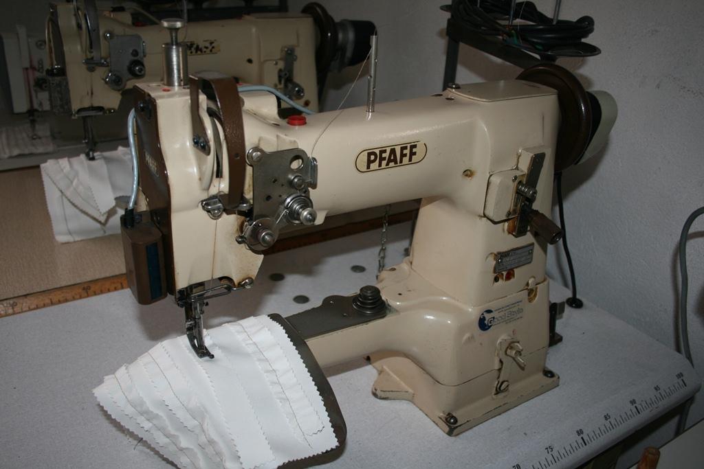 Masina de aplicat maneci marca Pfaff 337