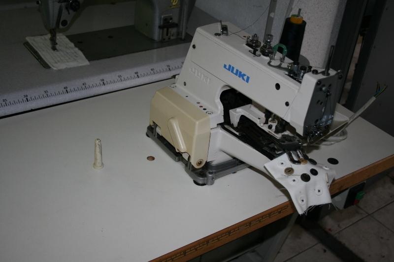 Masina de cusut nasturi Juki MB 377