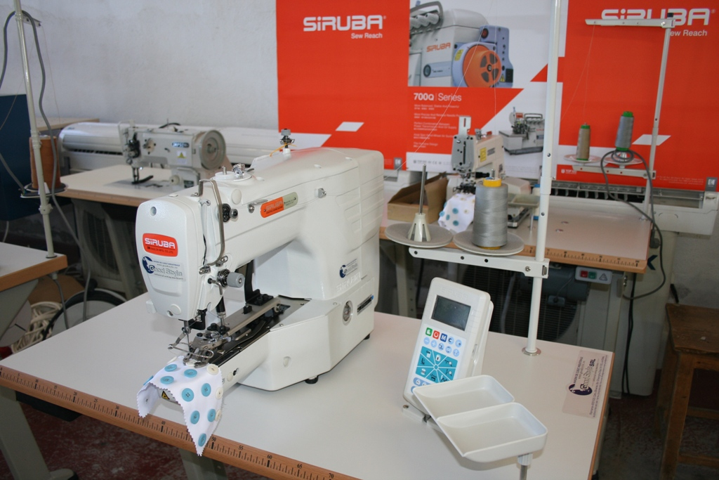 Elektronikus gomb varrógép Siruba  BT290-A1