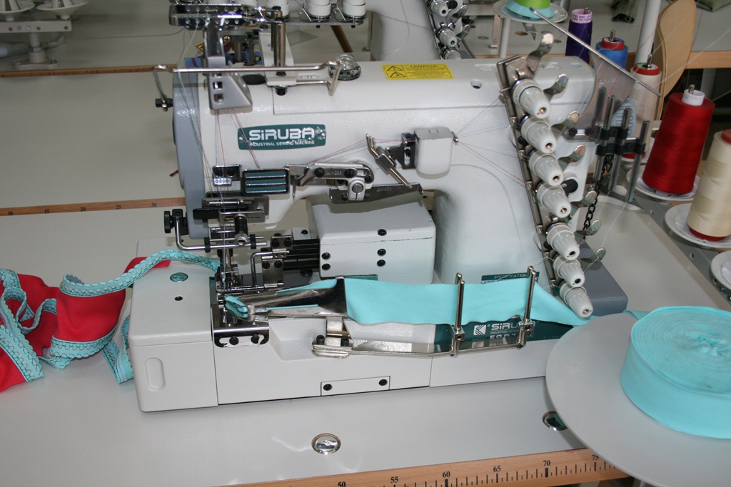 Masina pentru cusatura de acoperire marca SIRUBA F007J-W222-364-4/FSM